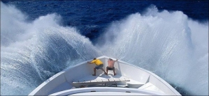 BLOW-YOUR-MIND-guys-at-front-of-boat-grasp-in-front-of-wave